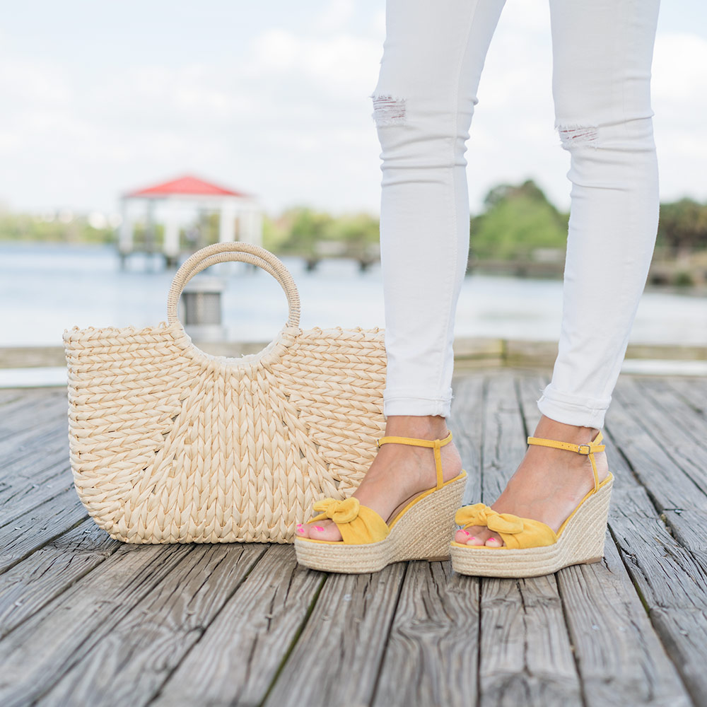 Straw bag, bow wedges
