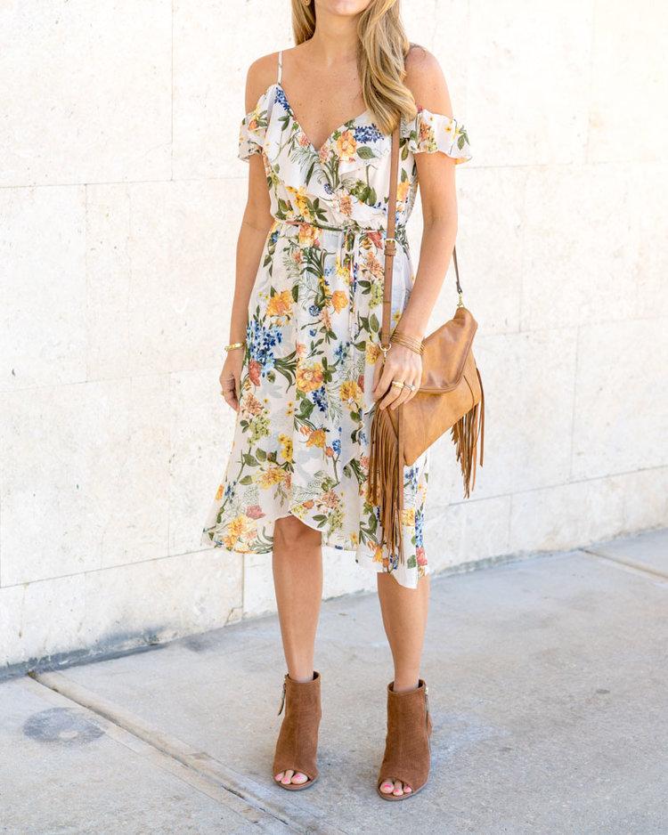 Floral+dress,++ankle+boots,+fringe+purse.jpeg