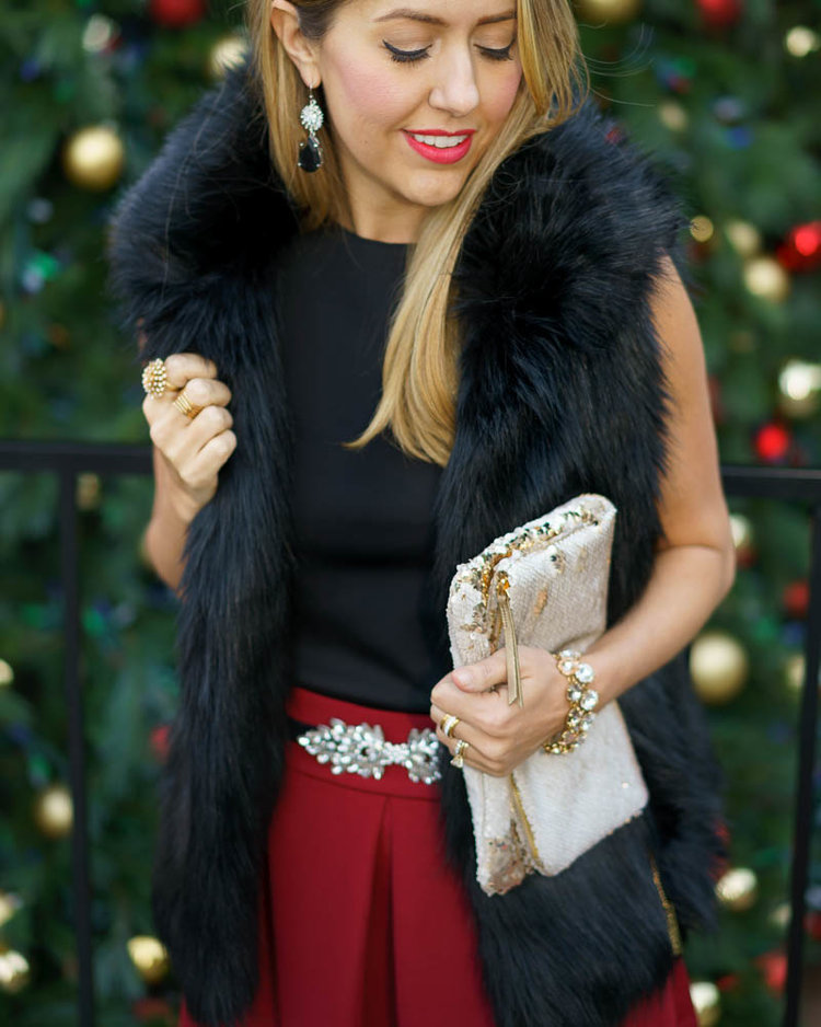 Christmas+outfit_+faux+fur+vest,+red+skirt.jpeg