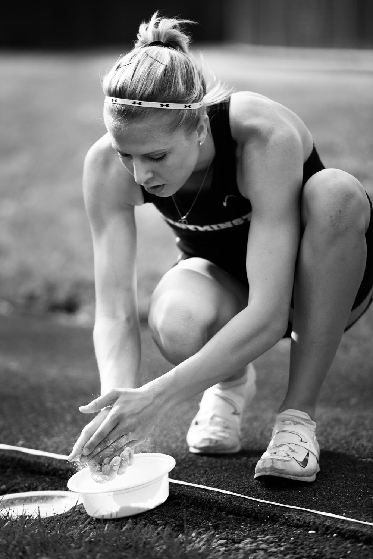 pole-vaulter-preparation