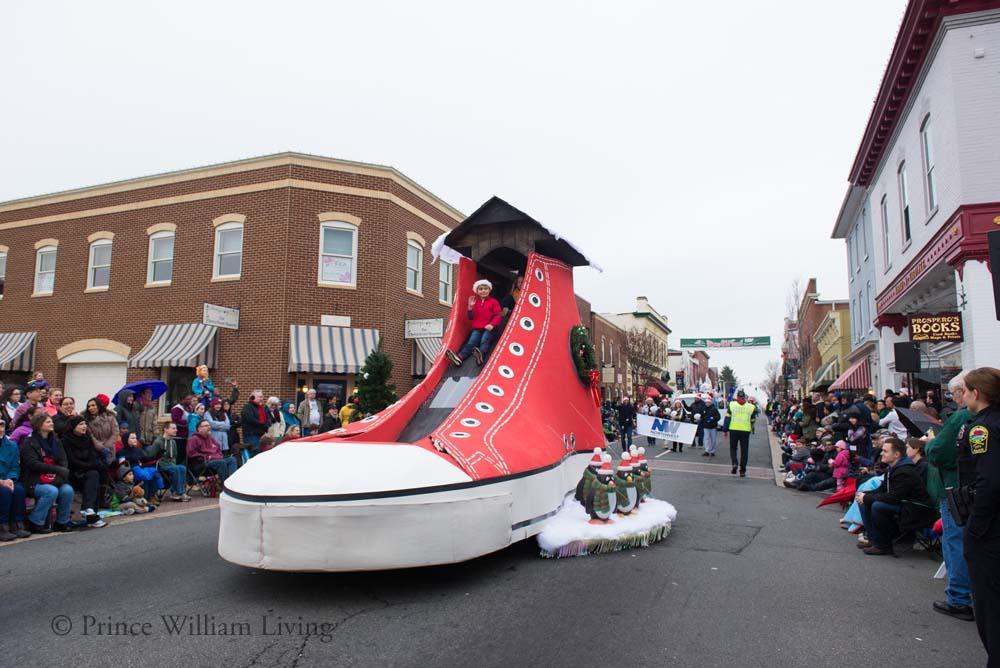 PWLiving Christmas Parade  ManChristParade_RJinks (308).jpg