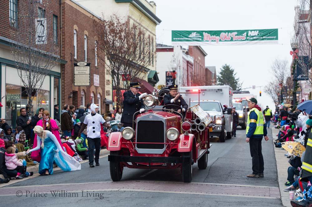 PWLiving Christmas Parade  ManChristParade_RJinks (83).jpg