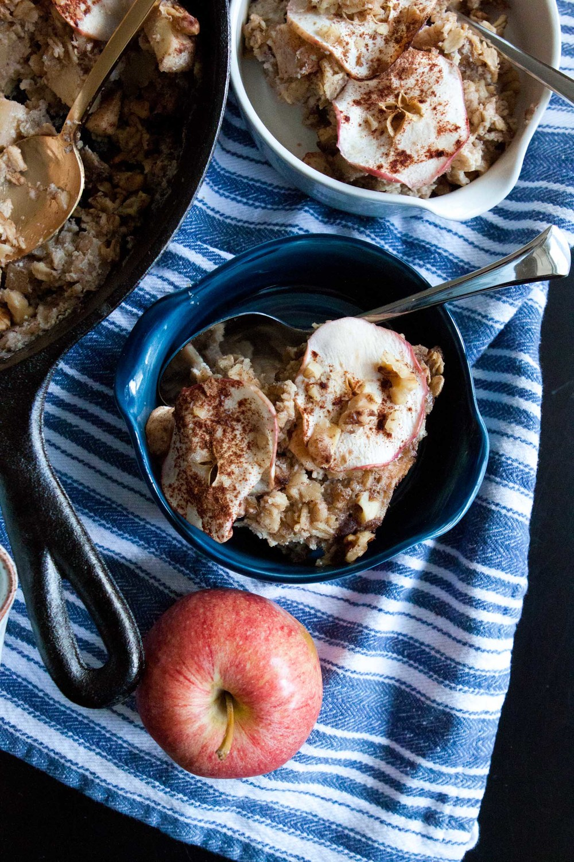 apple chai baked oatmeal - passports & pancakes