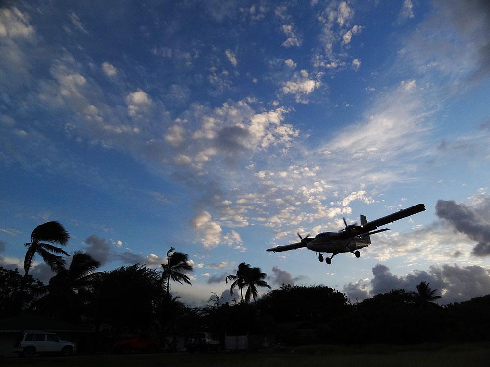 Plane spotting, Union Island