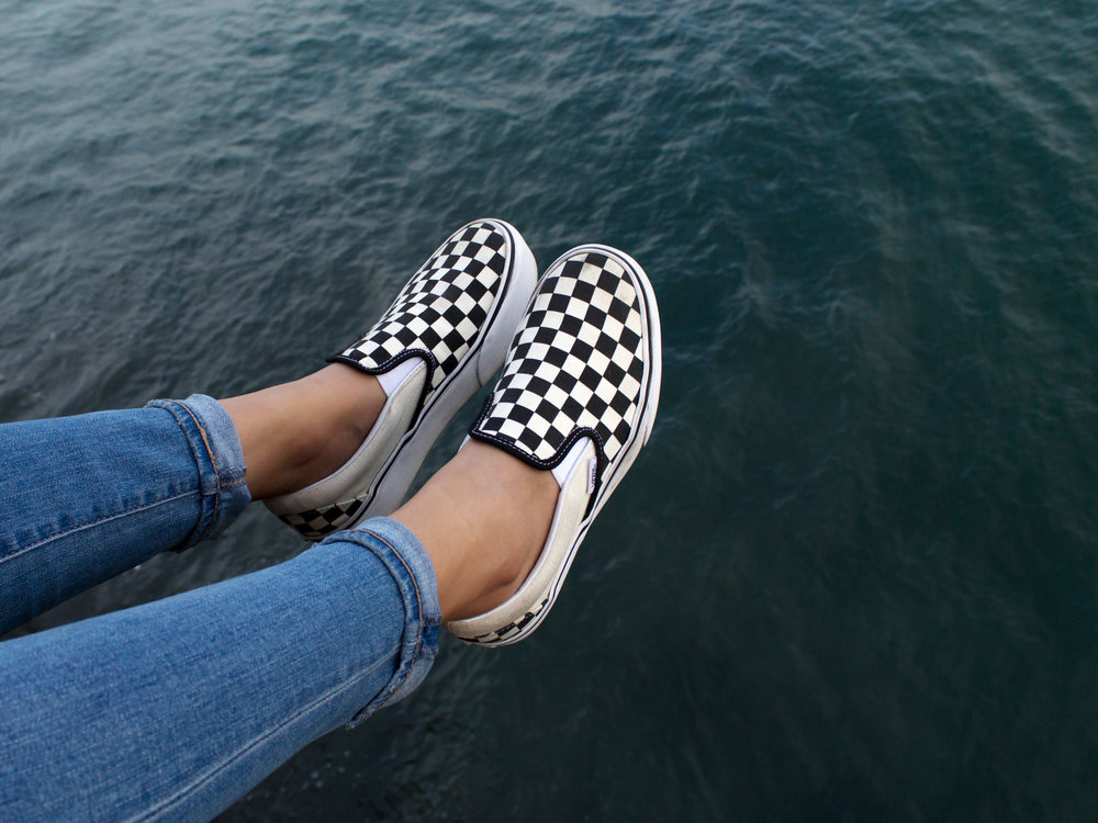 slip on checkerboard vans outfit