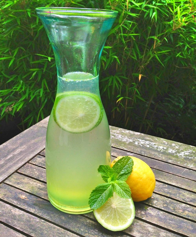 Limonade met citroen en munt