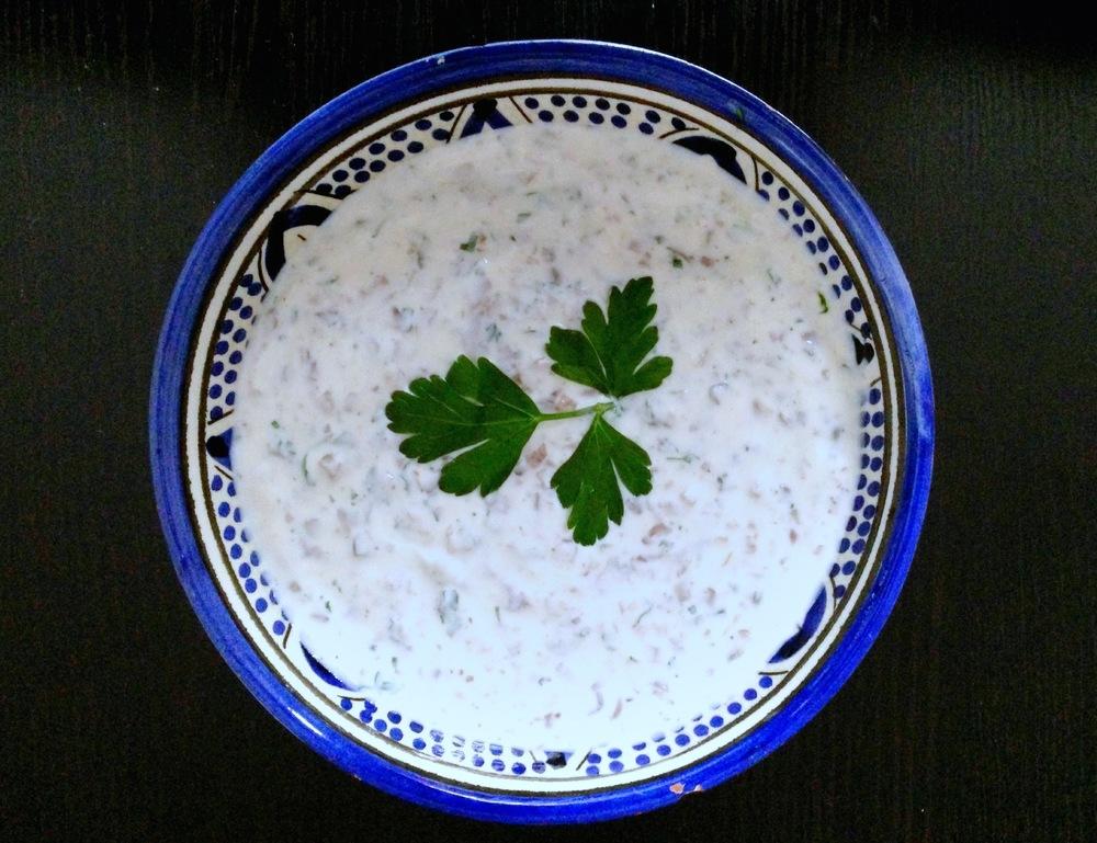 Yoghurtsaus met champignons en peterselie