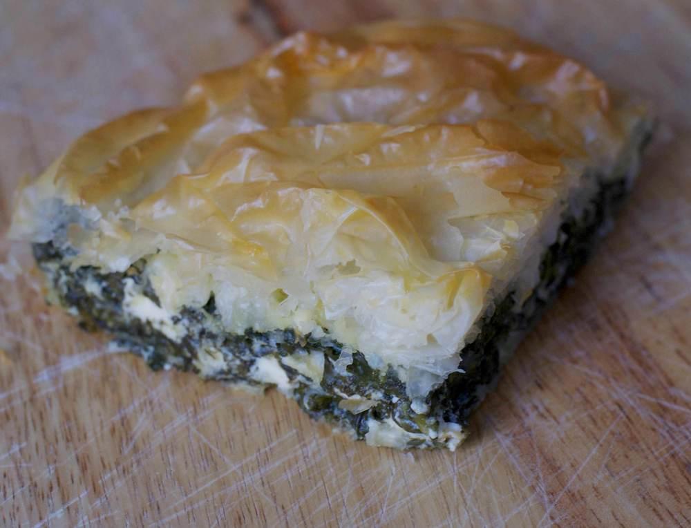 Filodeeg taart met spinazie en feta