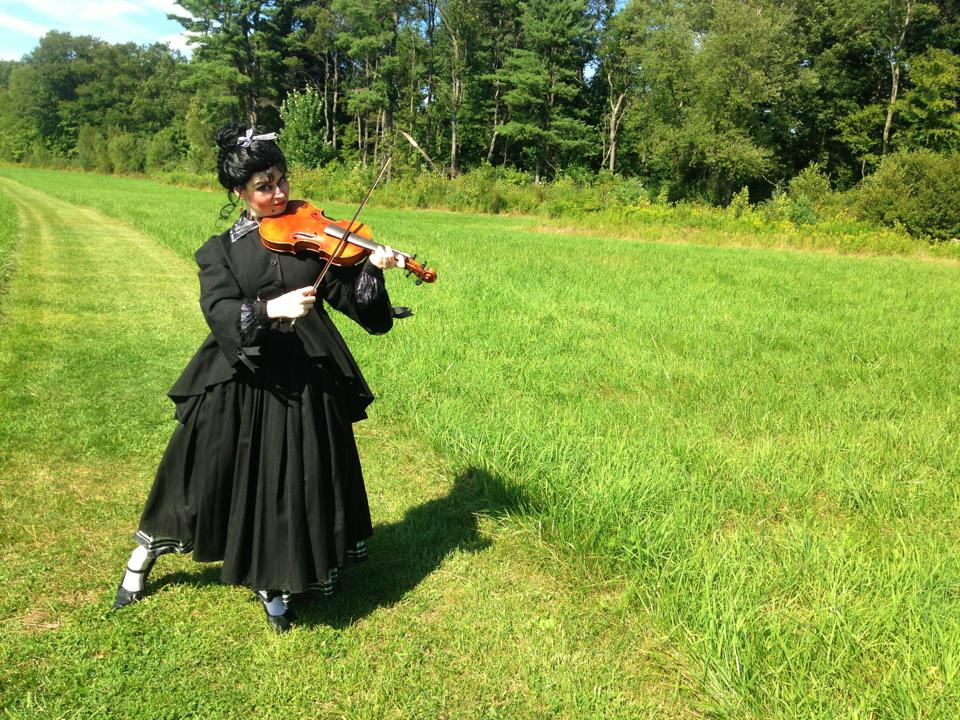 Frau in the Fields