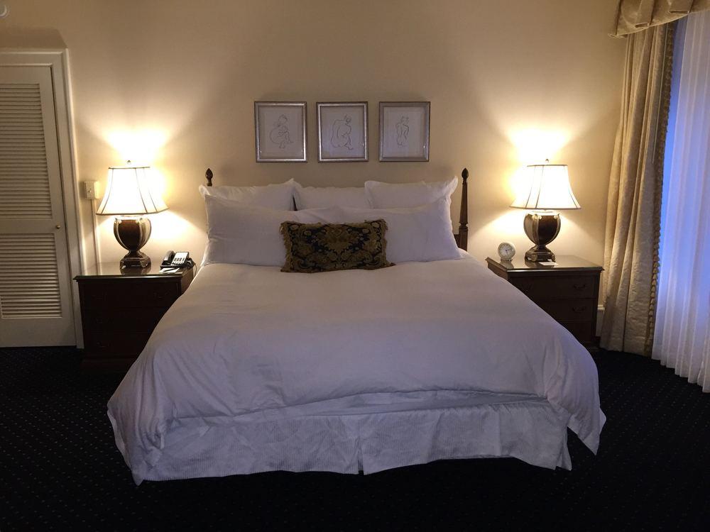 Sorrento Hotel bedroom before