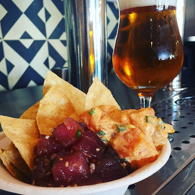 Poké and Chips. So simple yet so delicious. Get it with a beer for happy hour 4pm-6pm. #blackhoggsandwiches #happyhour #poke #chips #beer #silverlake.