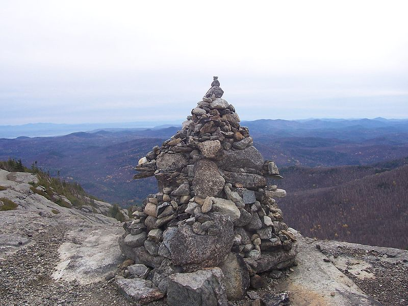 800px-Cairn5