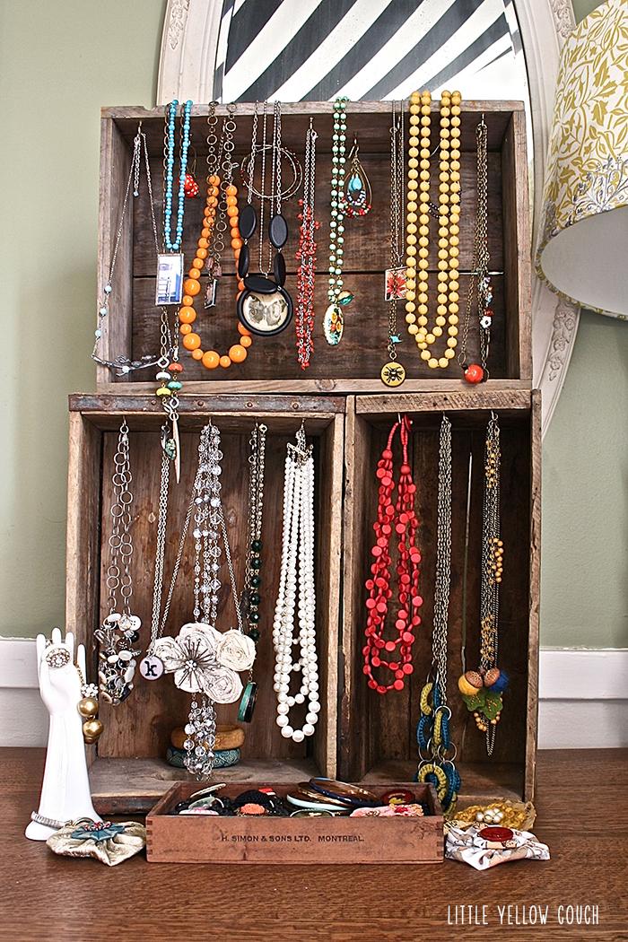 Unique Jewelry Store Displays