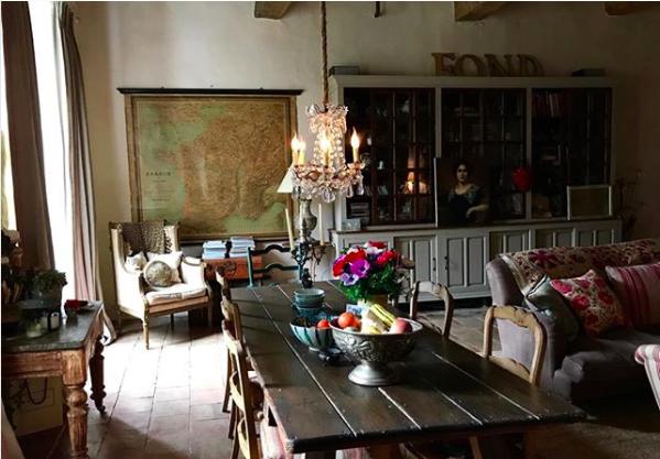 Miv Watts dining room