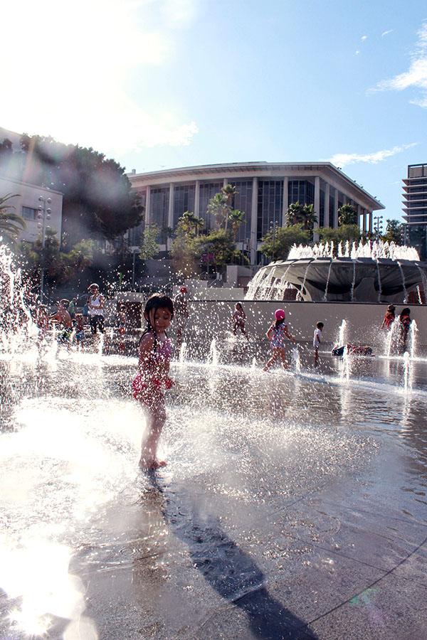 Sparkle-tastic water play.