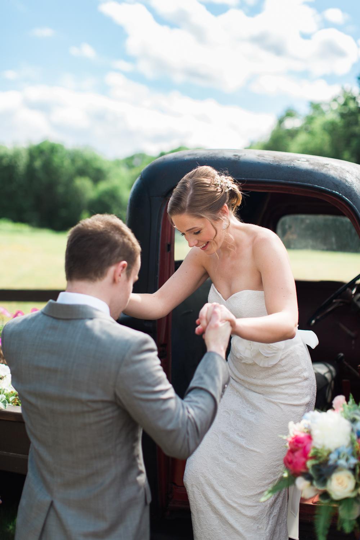 Zukas-Hilltop-Barn-wedding-photos-16