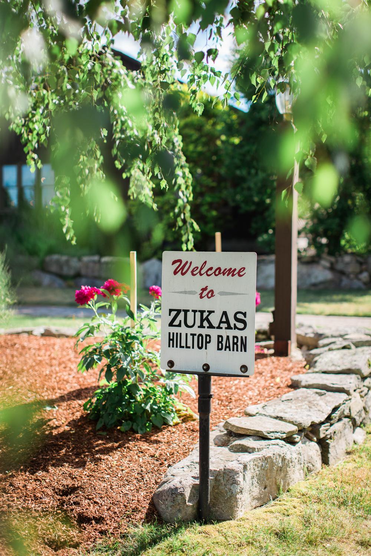 Zukas-Hilltop-Barn-wedding-photos-27