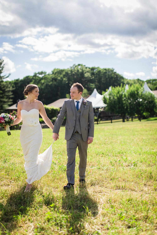 zukas-hilltop-barn-wedding-photography-42