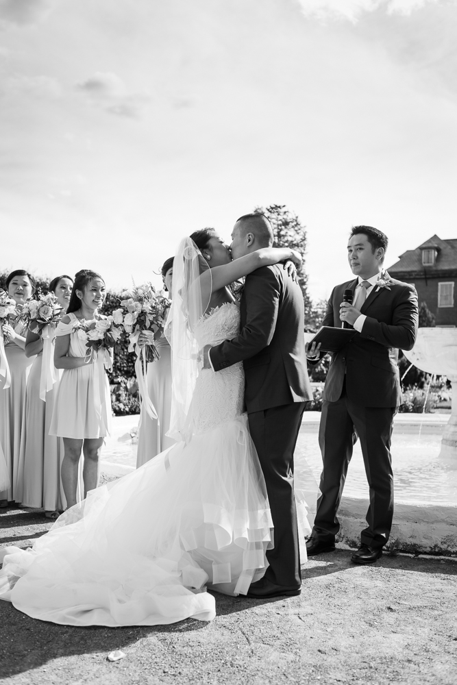elm-bank-garden-wedding-first-kiss