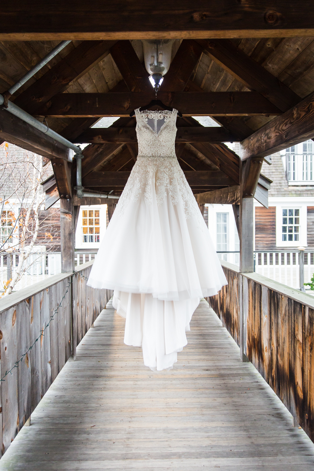 red-lion-inn-cohasset-wedding-dress