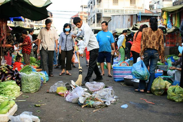 Sweeping trash (Cambodia, market in Phnom Penh)