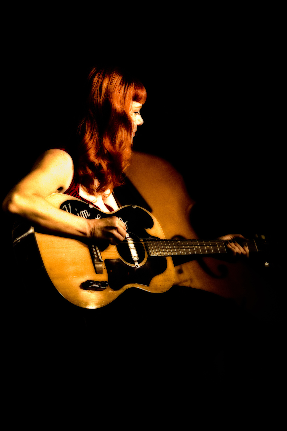 Kim Lenz performing with her Jaguars