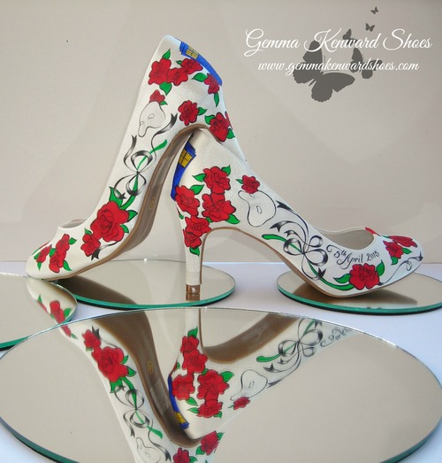 Handpaintedblueandredweddingshoesformat500w as you can see from the photos we embedded the tardis in with red roses on the shoes and then hand painted ribbons to bring it all together with the solutioingenieria Gallery