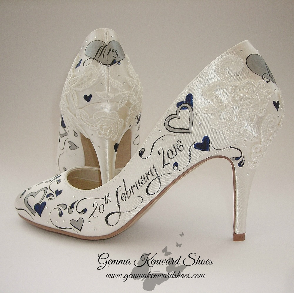 Applique lace and hearts on wedding shoes