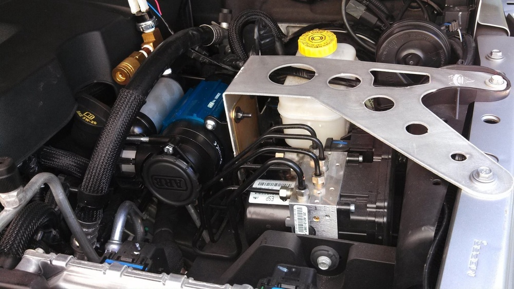 Searchers ARB underhood compressor mount.