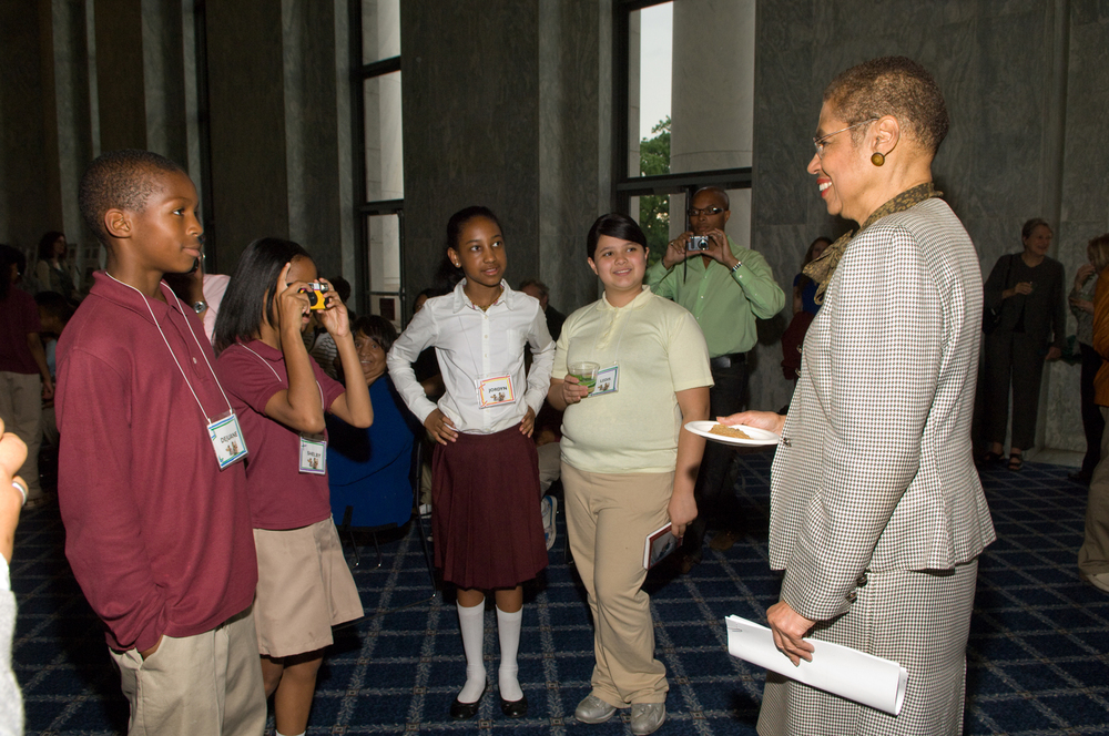 Congresswoman Eleanor Holmes Norton inspires student photographers.  Photo: ©2009 Rebecca Hammel