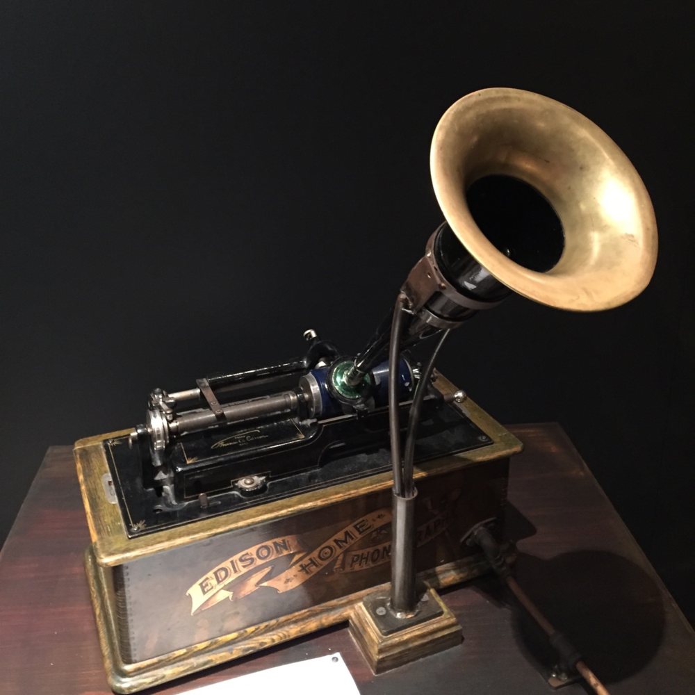 early Edison phonograph. image: pixabay, public domain