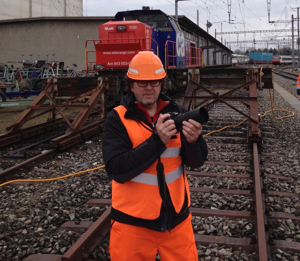 So sieht das aus, wenn man für die SBB auf Reportage geht: Jean-Piere Ritler auf dem Güterbahnhof in Romanshorn.