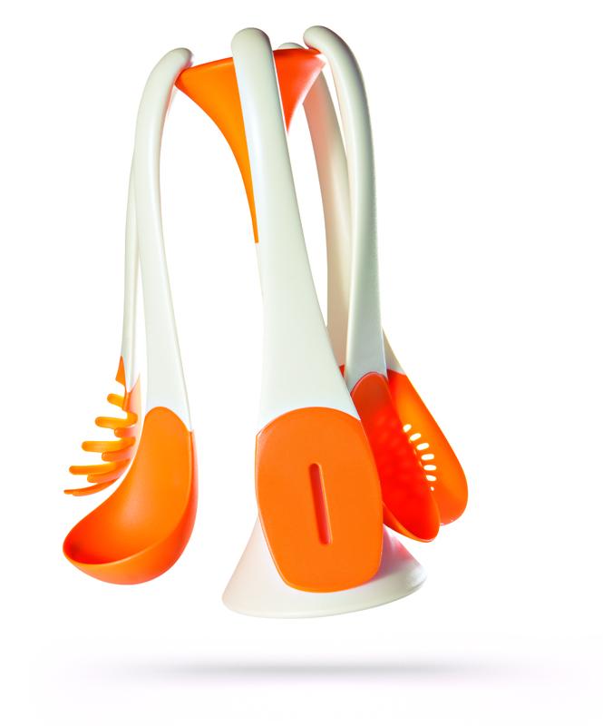 5 mestoli colorati in nylon,  stand magnetico con aggancio immediato,  antigraffio su antiaderenti e ceramica