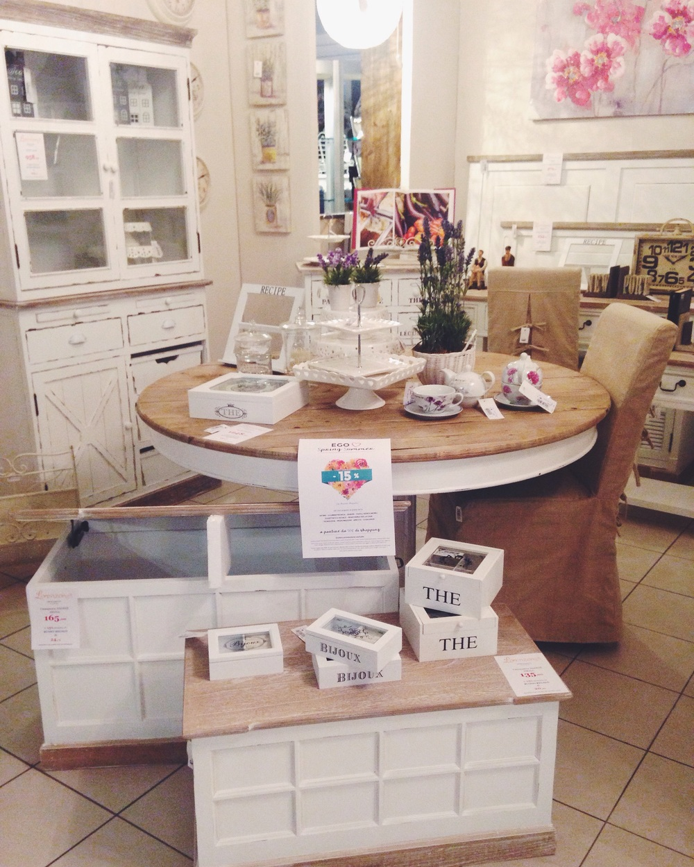 Shabby chic ego concept store for Arredi shabby