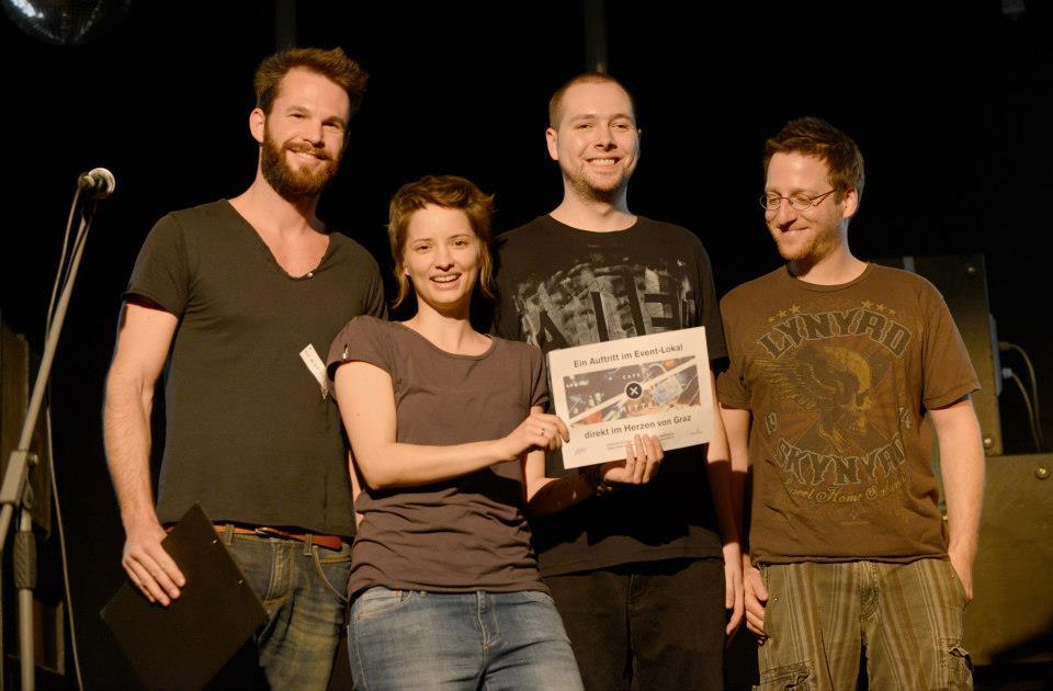 Klay auf der Bühne mit Rene Koch von der Jury   Quelle