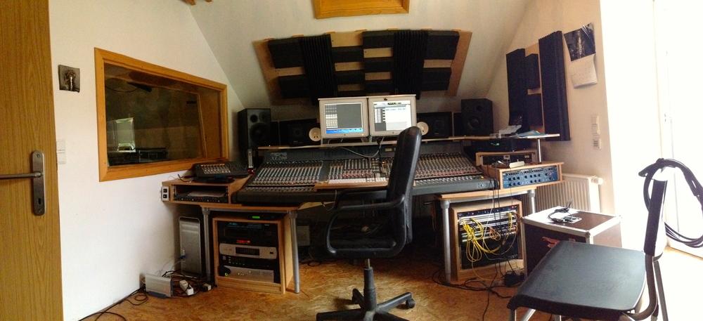 The mixing desk at Tonladen Studios