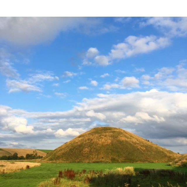 Silbury Hill Downland Man The last time I visited, as a student, you could climb to the top, as I did, and let the imagination run. These days, sensibly, there's no public access. But still such a magnificent sight, and site. The largest man-made mound in Europe! #silbury #silburyhill #neolithic #leylines #prehistory #ericravilious