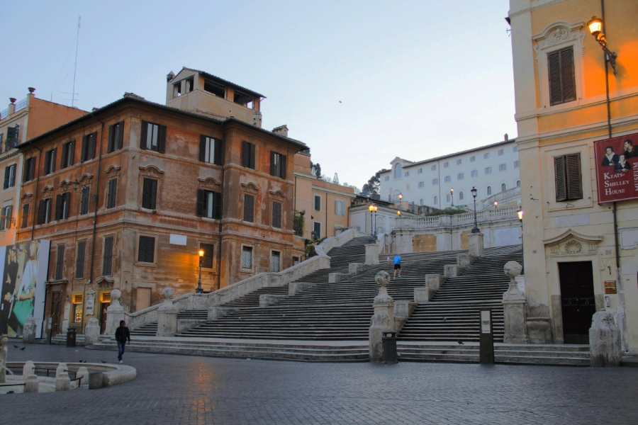 An Early Morning Picture of the Spanish Steps by Roma Experience