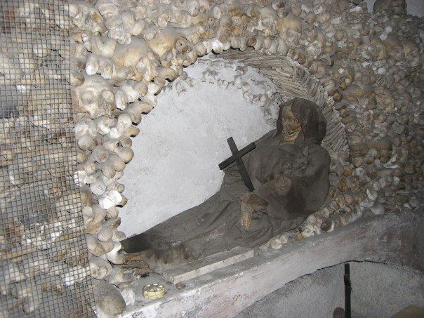 bones-and-catacombs-rome