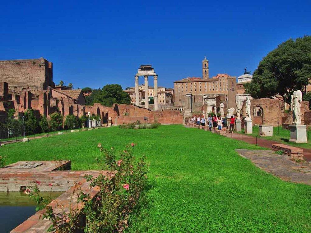 Walking through the Roman Forum