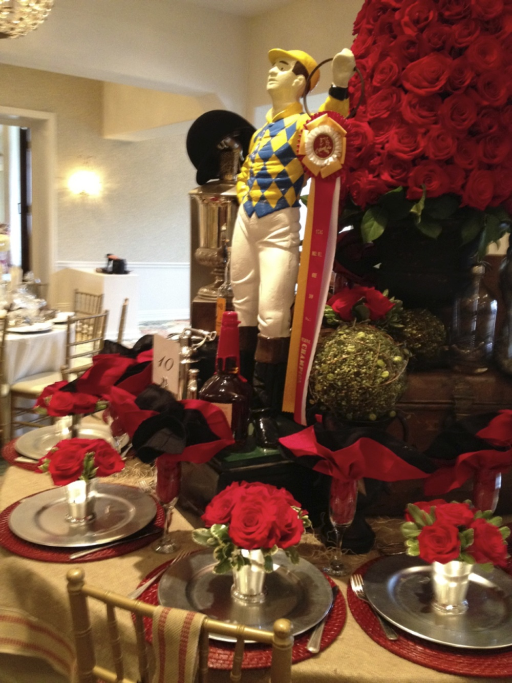 Attrayant Kentucky Derby Table