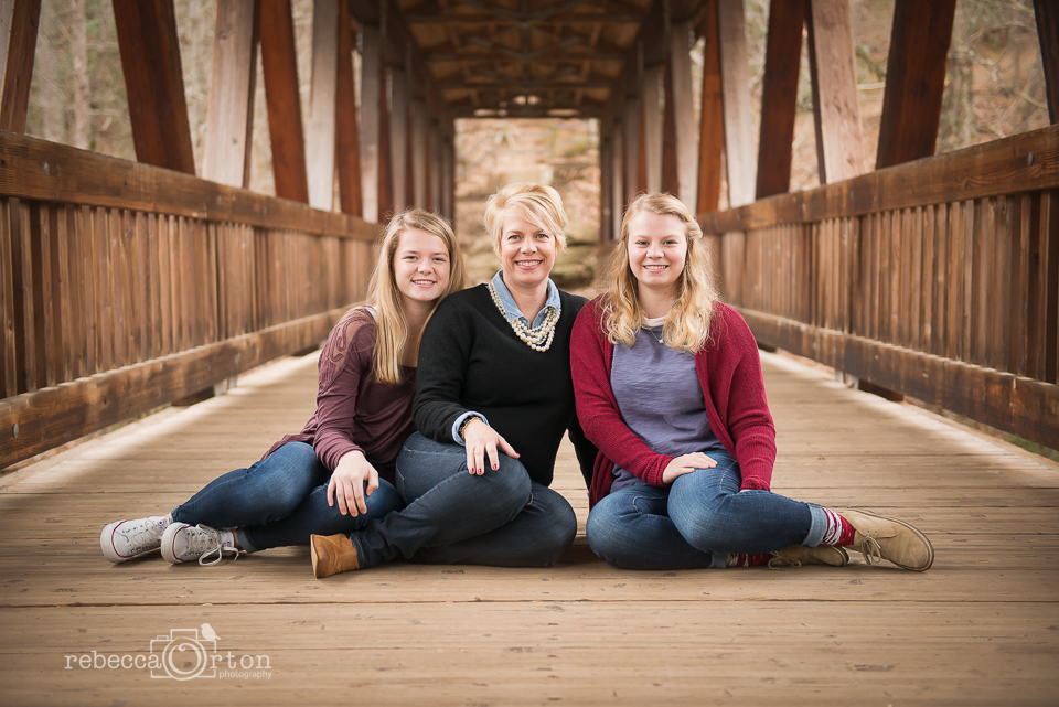 mom and teen daughters