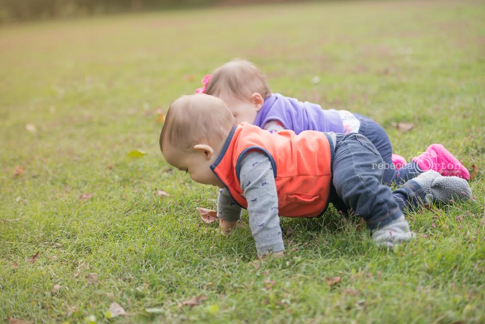 baby crawling race fall