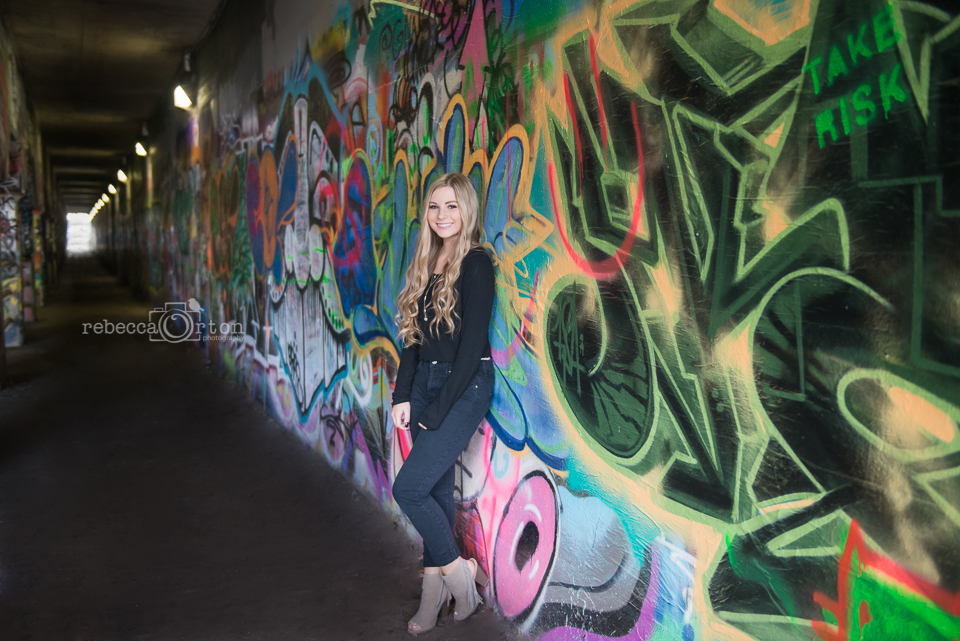 senior photo graffiti tunnel