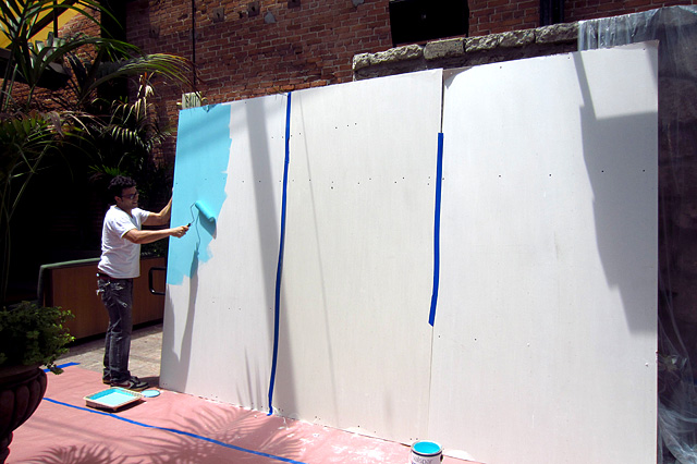 Pablo Moix starts working on his street art piece.
