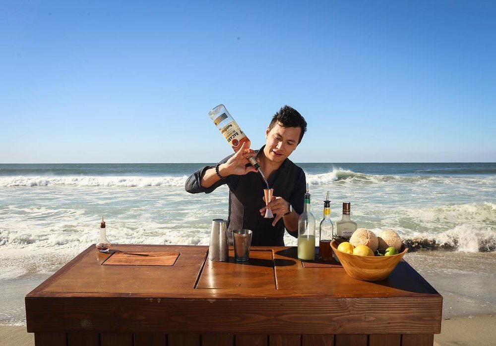 Chris Amirault makes the Armonía cocktail at Venice Beach | Photo by Eugene Lee
