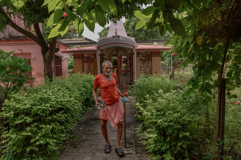 Rajnarayan Ashram, 80, in front of a temple near the men's accomodation section of the Mumukshu Bhawan in Varanasi.