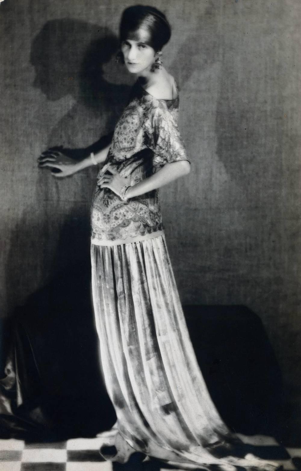 ManRay-Peggy-Guggenheim-1924.jpg