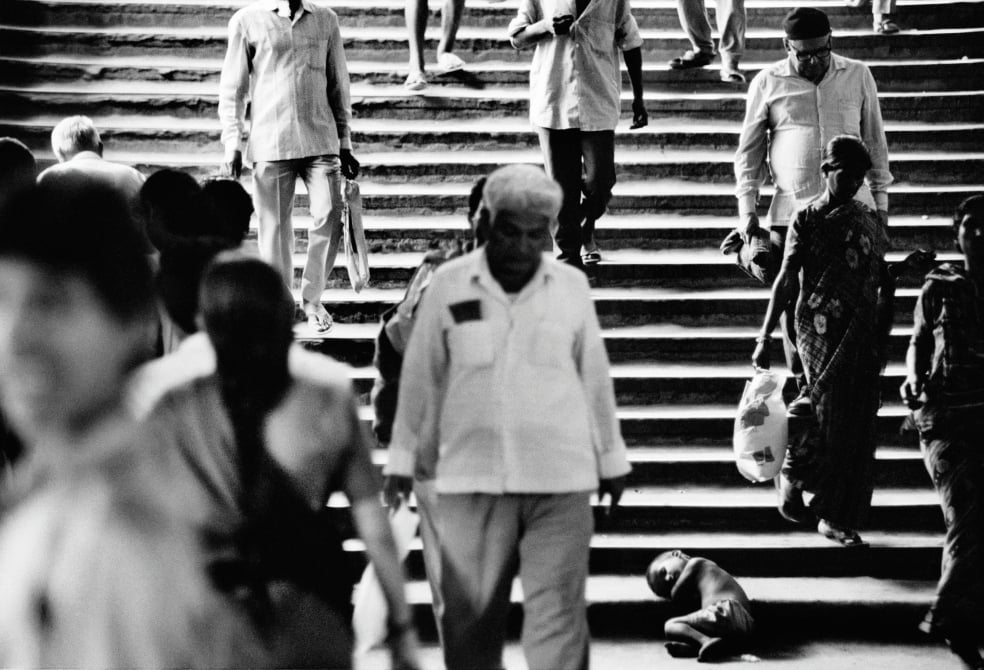 Young boy begging in Mumbai
