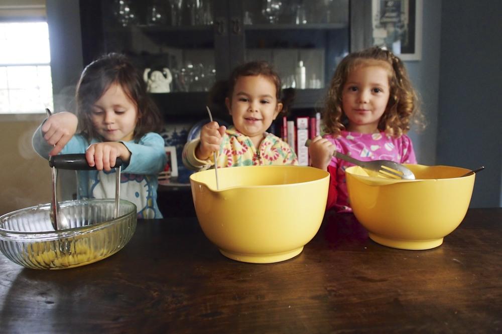 How to Make Applesauce With Preschoolers
